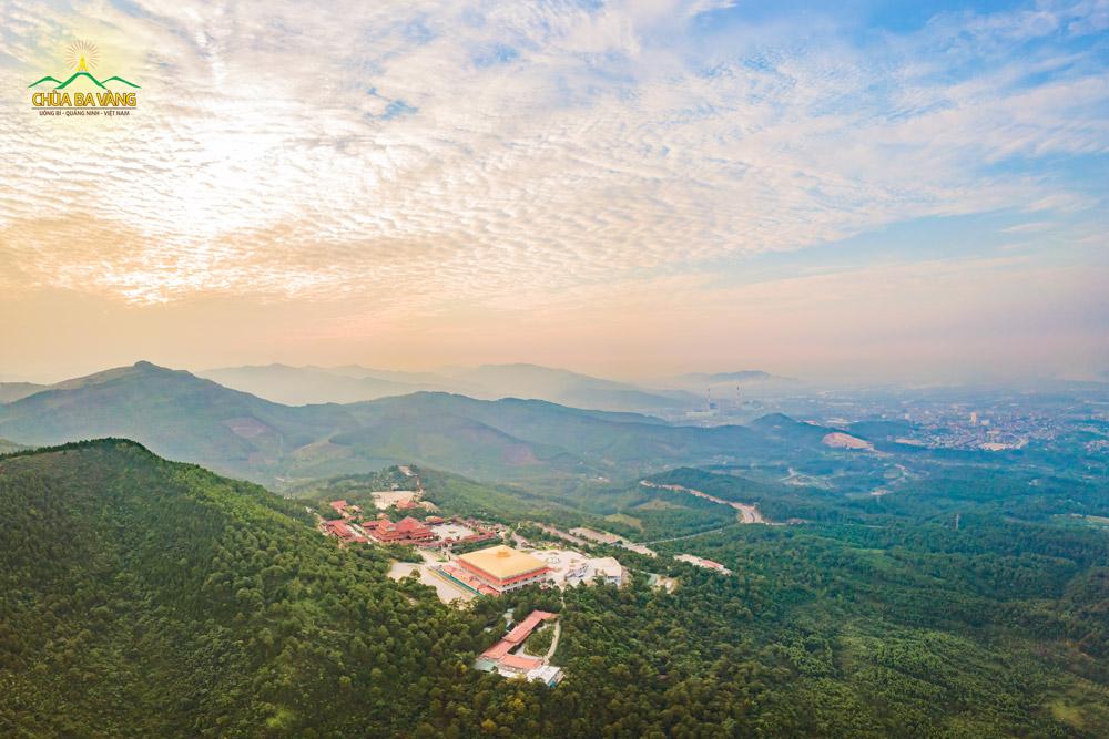 Không khí trong lành, thuần khiết của thiên nhiên vào buổi sớm bình minh tại chùa Ba Vàng