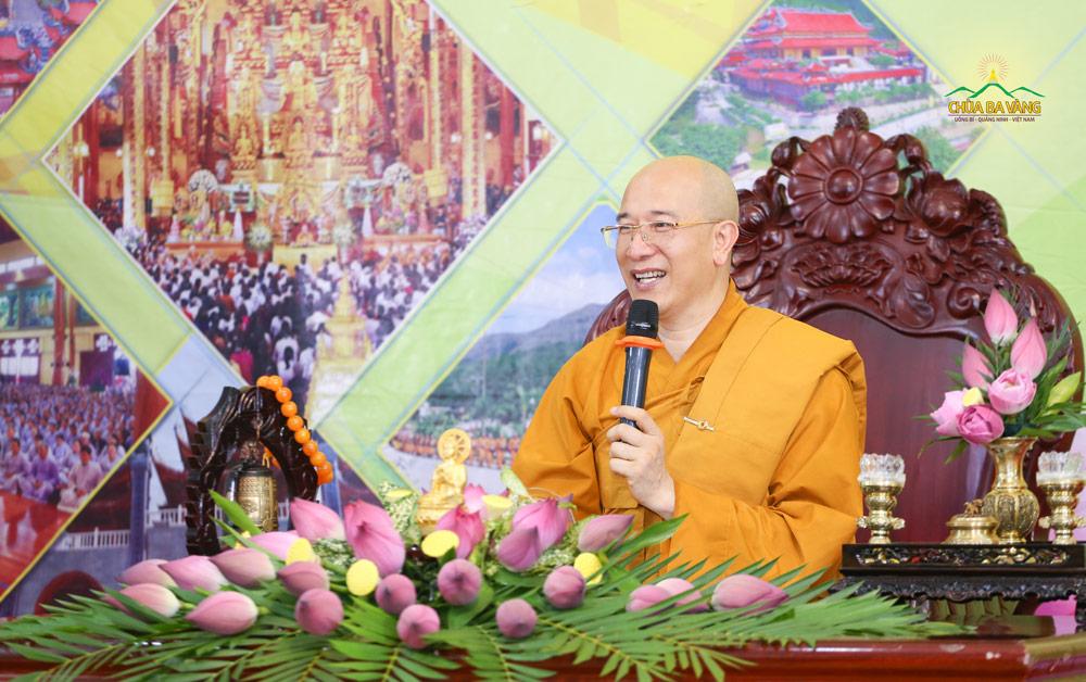 """Sư Phụ Thích Trúc Thái Minh đã có buổi chia sẻ với phái đoàn Công ty bảo hiểm AIA về chủ đề """"Làm phúc trước khi làm giàu"""""""
