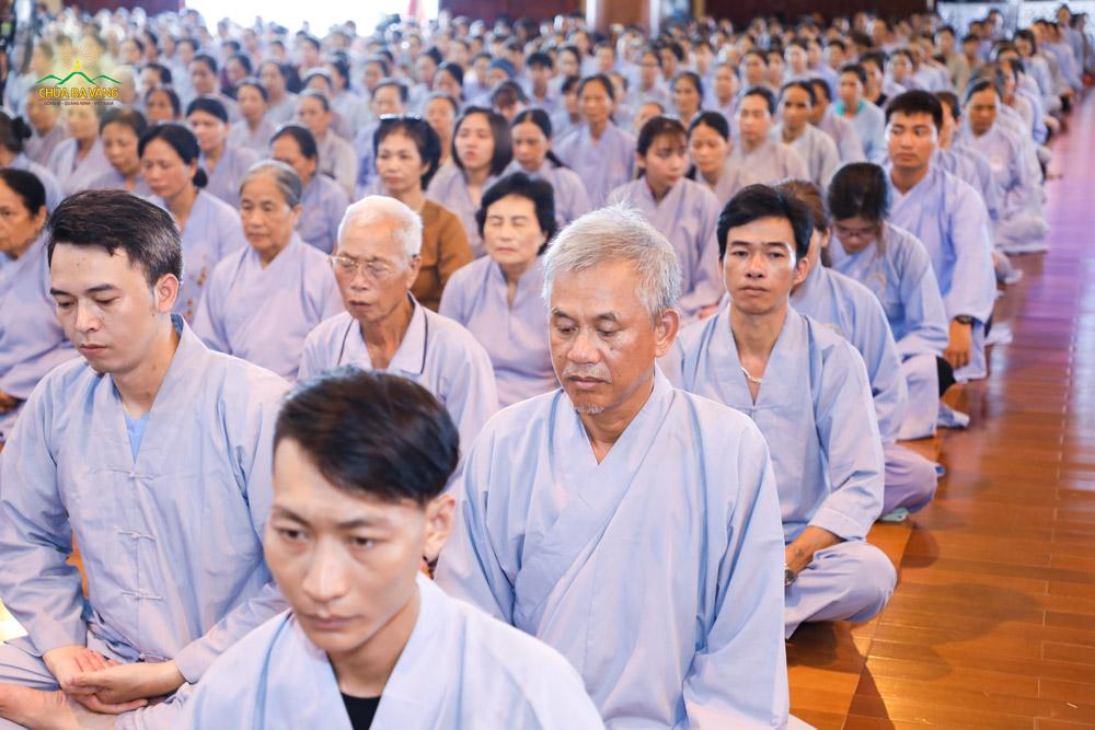 Thiền giúp cho các Phật tử có được sự tập trung trước khi bước vào thời khóa thính Pháp