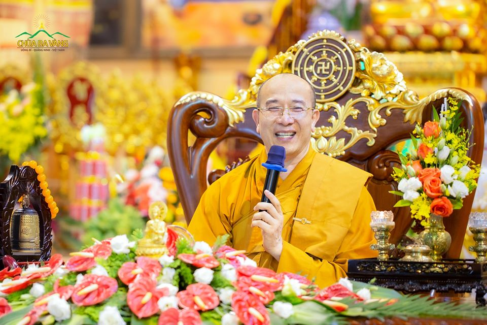 Sư Phụ Thích Trúc Thái Minh trong buổi chia sẻ về nghi thức cúng thí thực trong Phật giáo