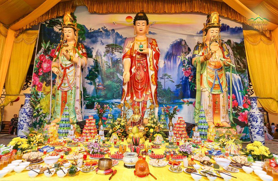 Đàn lễ cúng thí thực tại chùa Ba Vàng