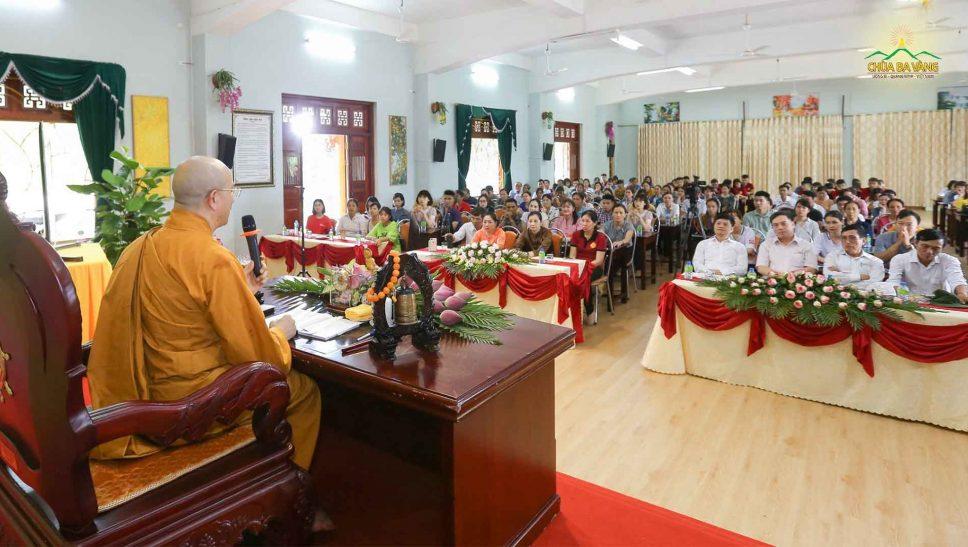 Công ty bảo hiểm AIA chi nhánh Bắc Ninh, Bắc Giang, Lạng Sơn đến thăm chùa Ba Vàng