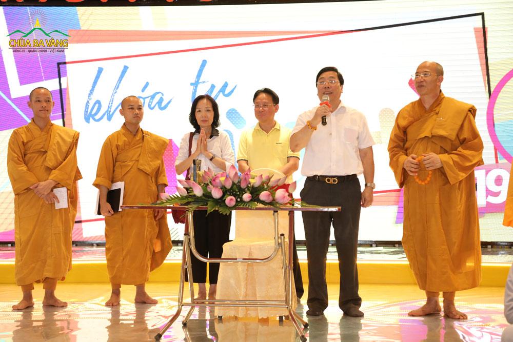 Nguyên Đại sứ Nguyễn Thanh Sơn phát biểu tại Khóa tu mùa hè chùa Ba Vàng năm 2019