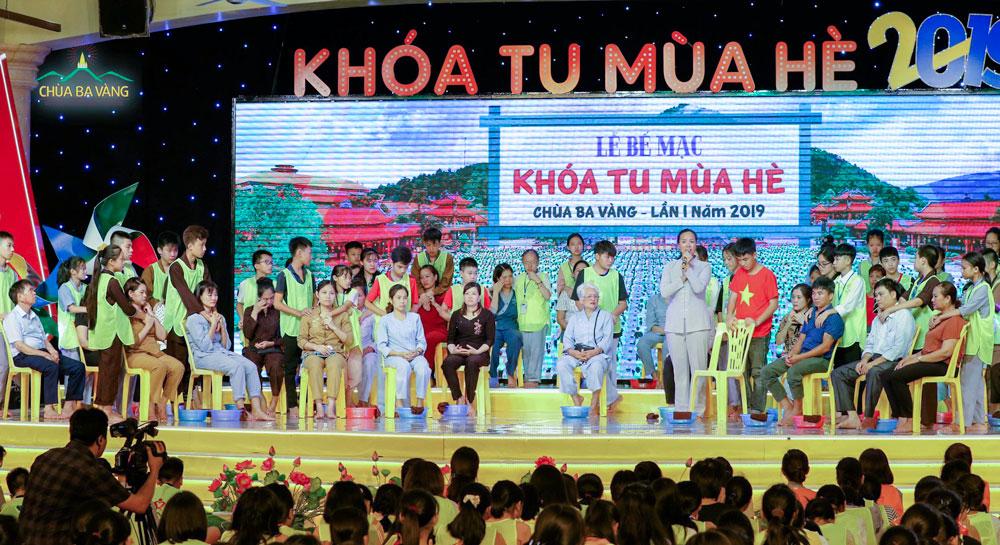 Nguyên Đại sứ Nguyễn Thanh Sơn hy vọng các bạn trẻ sẽ trở thành những con người có ích cho xã hội, cho đất nước
