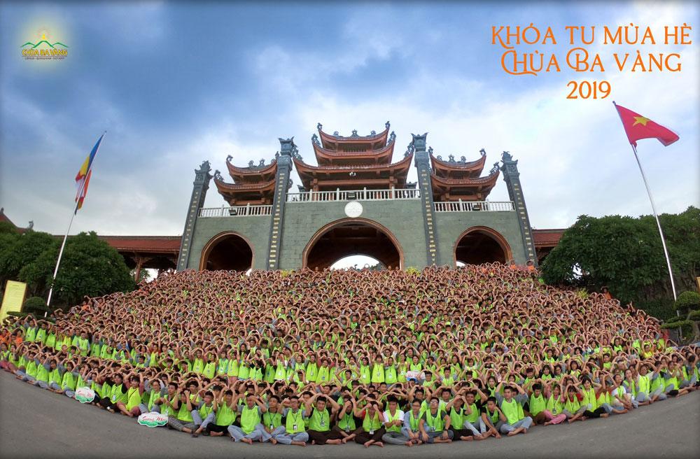 Khóa tu mùa hè chùa Ba Vàng thu hút hàng ngàn học sinh, sinh viên tham dự