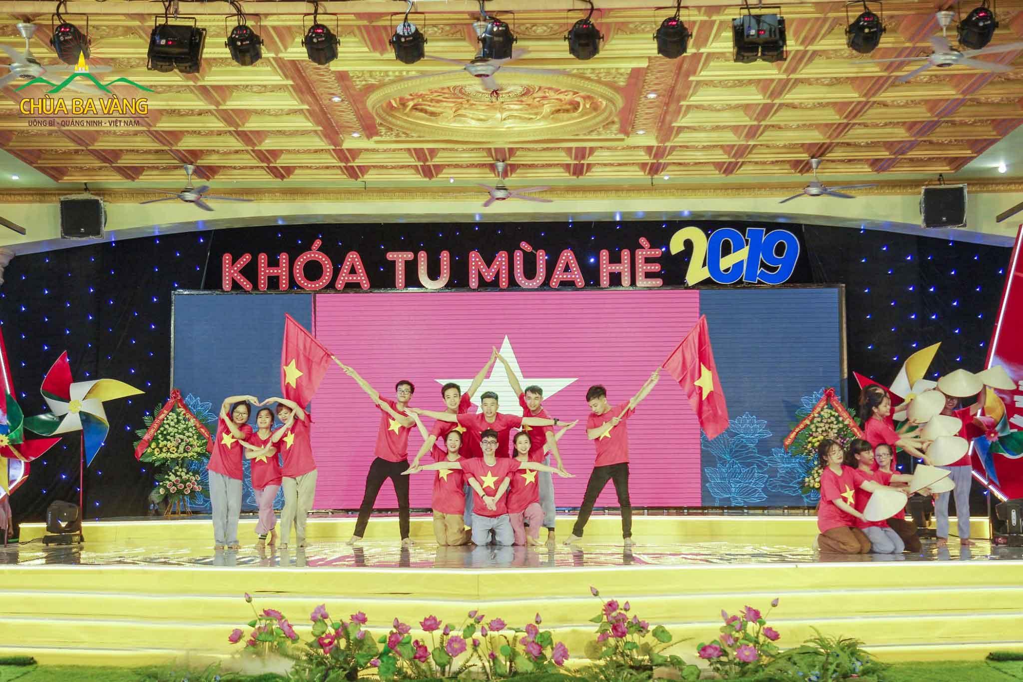 Khóa tu mùa hè chùa Ba Vàng là sân chơi để các bạn trẻ thể hiện tài năng và đam mê