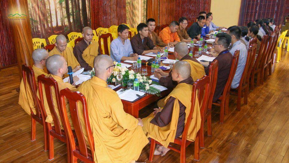 Chư Tăng, Phật tử chùa Ba Vàng họp bàn công tác chuẩn bị khóa tu mùa hè 2020