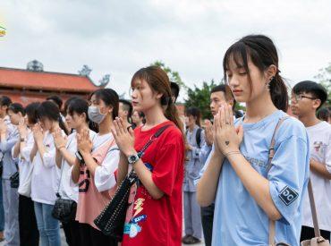 Niềm hân hoan của các bạn khi được về chùa tu học