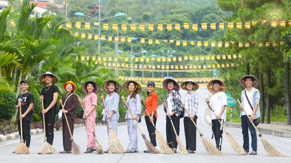 Tuổi trẻ Ba Vàng tham gia lao tác tại cung đường di chuyển lên chùa