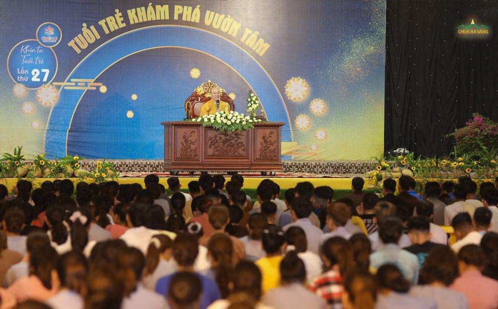 """""""Tuổi trẻ tu dưỡng làm đẹp thân tâm"""" là chủ đề Sư Phụ giảng giải cho các thành viên CLB tuổi trẻ Ba Vàng"""