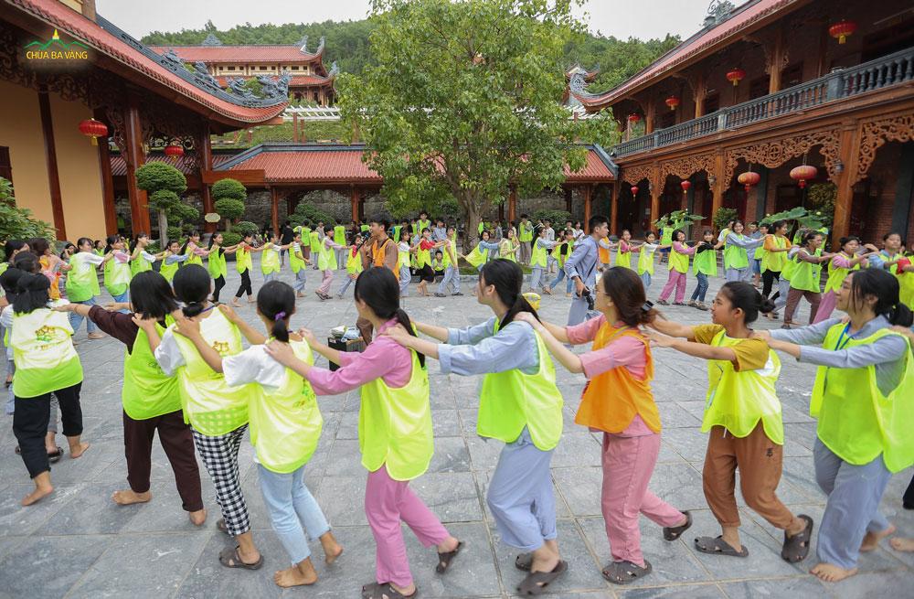 Khóa tu mùa hè chùa Ba Vàng là nơi gắn kết rất nhiều tình bạn đẹp