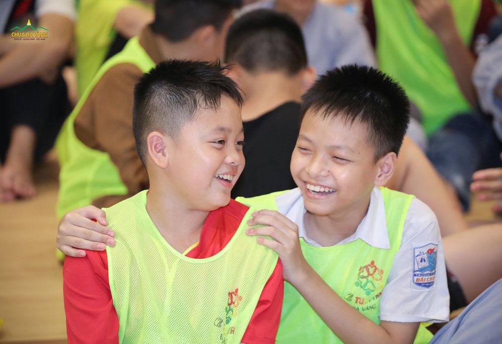 Tình bạn được nuôi lớn qua từng ngày trong Khóa tu mùa hè chùa Ba Vàng