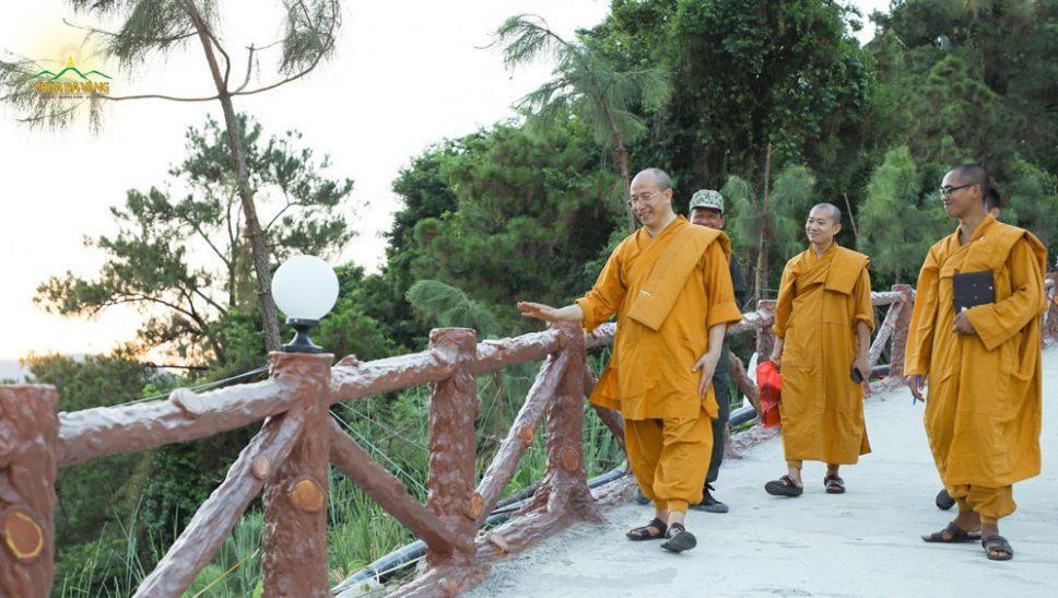 Sư Phụ Thích Trúc Thái Minh trực tiếp kiểm tra công tác chuẩn bị khóa tu mùa hè 2020