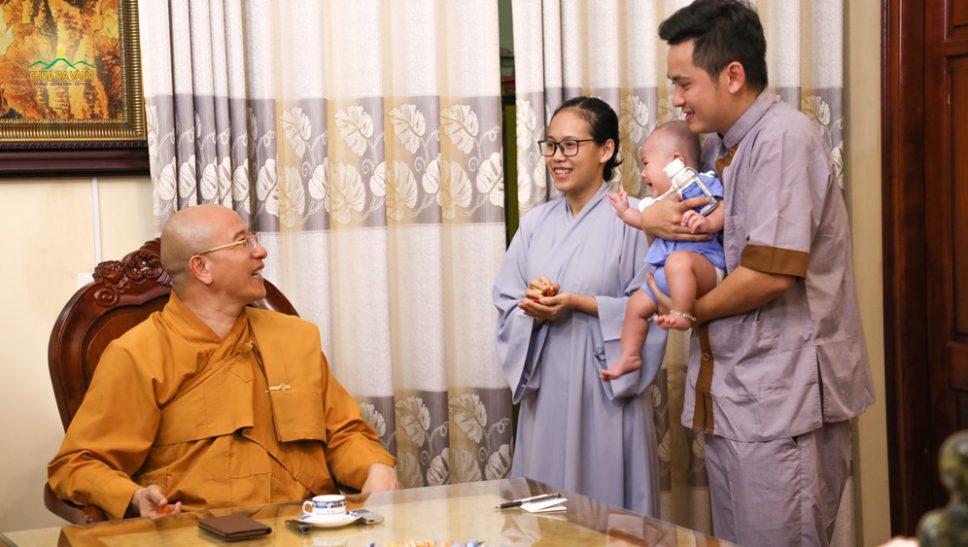 Vợ chồng trẻ đến từ Đà Nẵng chuyển nghiệp khó có con nhờ tu tập Phật Pháp tại chùa Ba Vàng