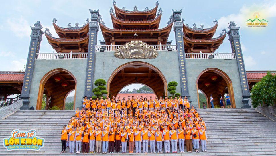 Hơn 200 bạn Tình nguyện viên đã có mặt tại chùa Ba Vàng để tham gia buổi tập huấn chuẩn bị Khóa tu mùa hè 2020