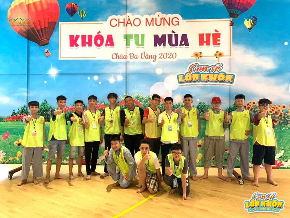 Các bạn trẻ đã chính thức trở thành khóa sinh Khóa tu mùa hè chùa Ba Vàng lần I - 2020