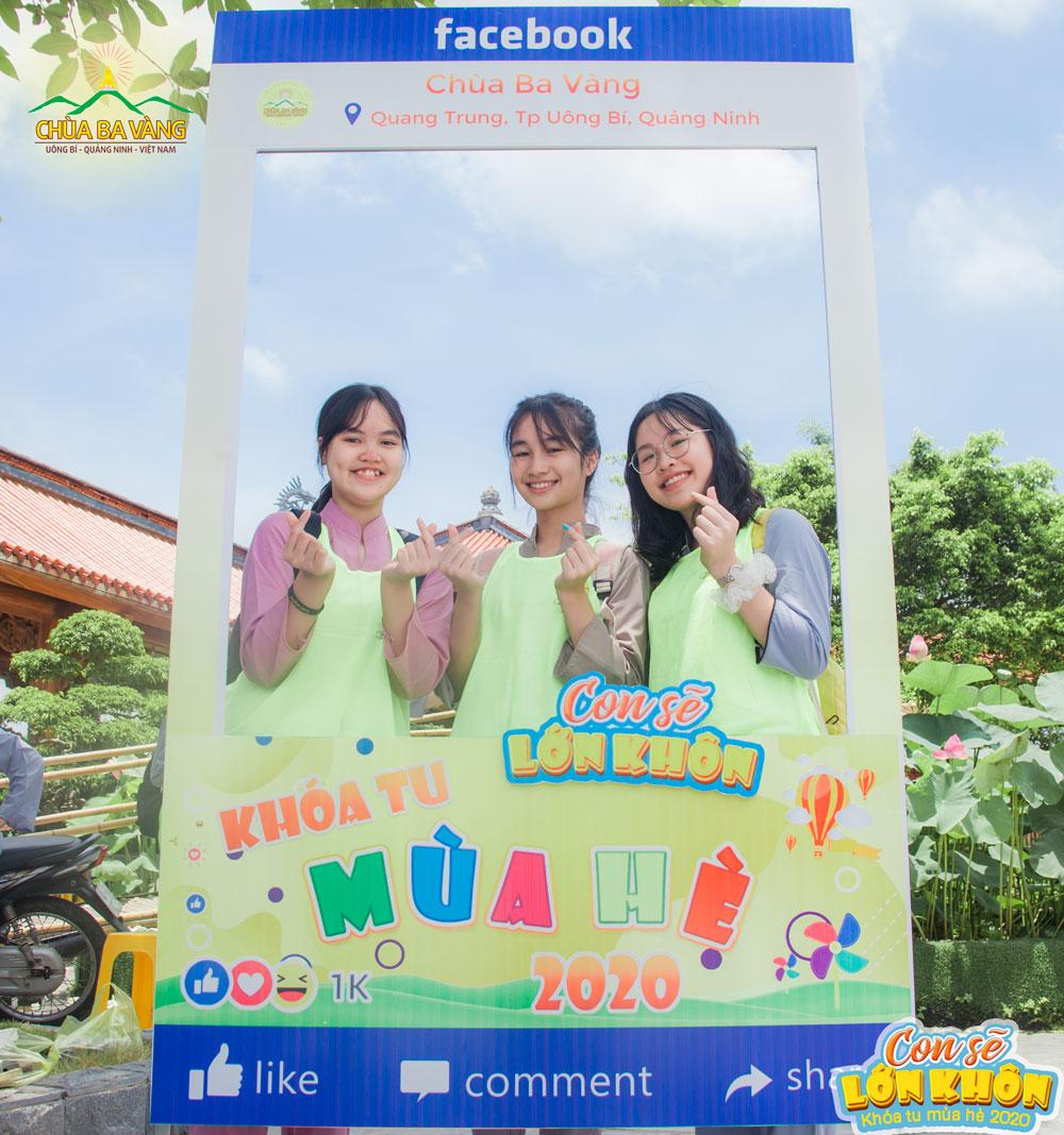 Các bạn trẻ chính thức trở thành khóa sinh khóa tu mùa hè chùa Ba Vàng