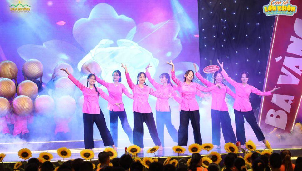 Tiết mục văn nghệ đặc sắc mở đầu đêm Khai mạc Khóa tu mùa hè lần I - 2020