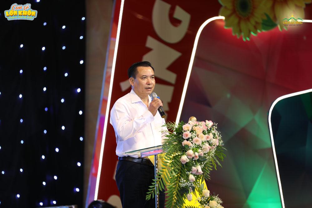 Ông Hoàng Đức Hạnh phát biểu trong buổi lễ khai mạc Khóa tu mùa hè lần I - 2020 chùa Ba Vàng