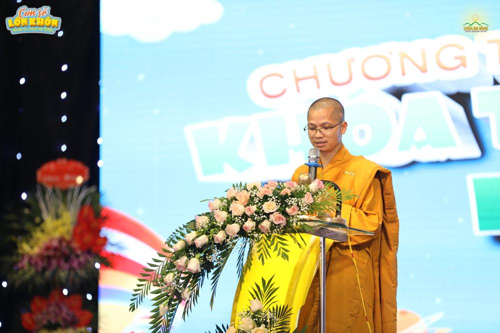 Đại Đức Thích Trúc Bảo Giác đọc diễn văn khai mạc Khóa tu mùa hè lần I - 2020 chùa Ba Vàng