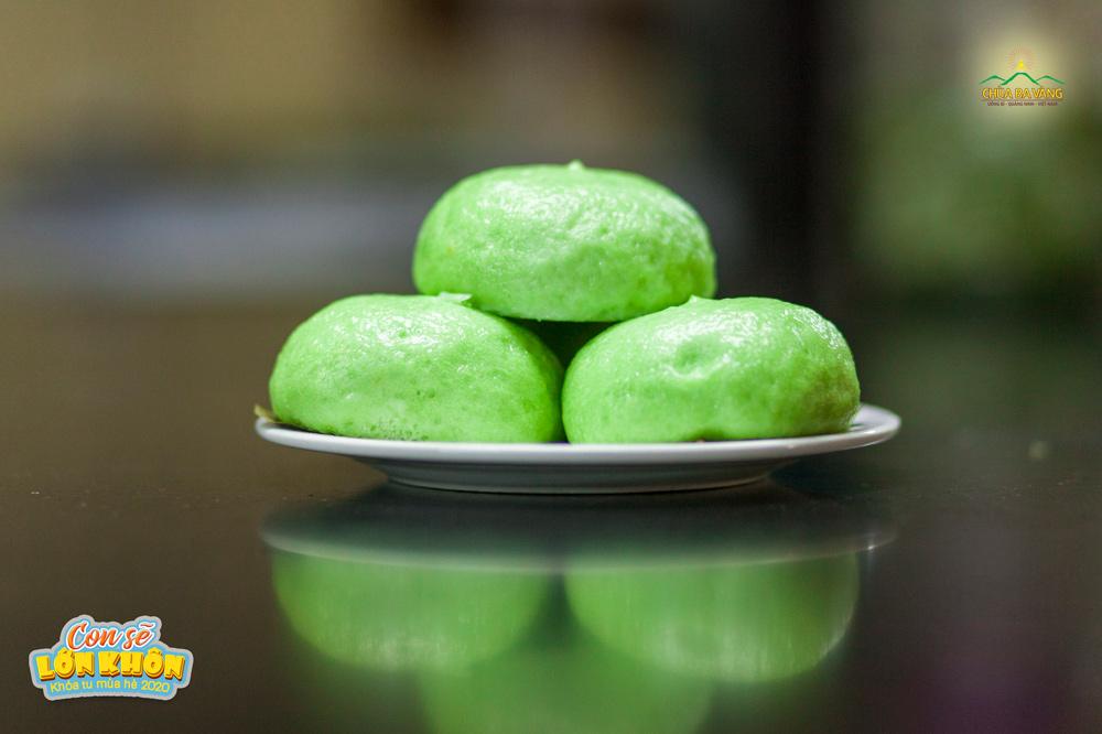 Mời quý vị cùng thưởng thức món bánh bao chay cùng các bạn khóa sinh Khóa tu mùa hè chùa Ba Vàng 2020 nhé!