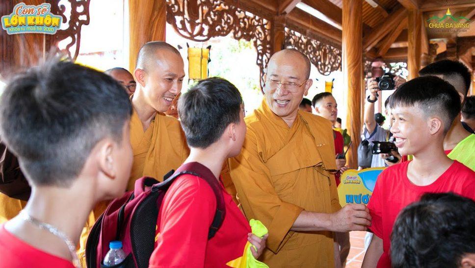 """Hành trình """"con sẽ lớn khôn"""" tại Khóa tu mùa hè 2020 chùa Ba Vàng được bắt đầu thế nào?"""