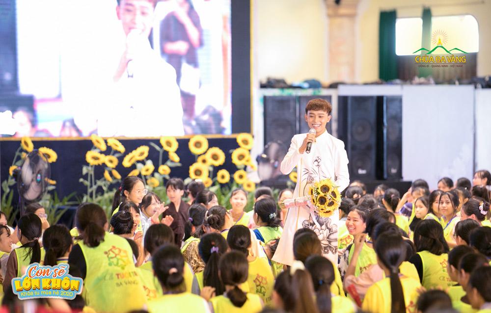Quán quân Thần tượng âm nhạc nhí 2016 - Hồ Văn Cường hát và giao lưu với các bạn trẻ
