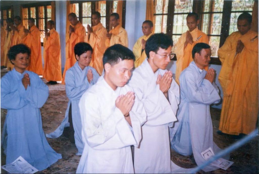 Sư Phụ Thích Trúc Thái Minh trong Lễ phát Bồ Đề Tâm nguyện (năm 1998) dưới sự chứng minh của Hòa thượng n sư Thích Thanh Từ – Viện chủ Thiền viện Trúc Lâm Đà Lạt