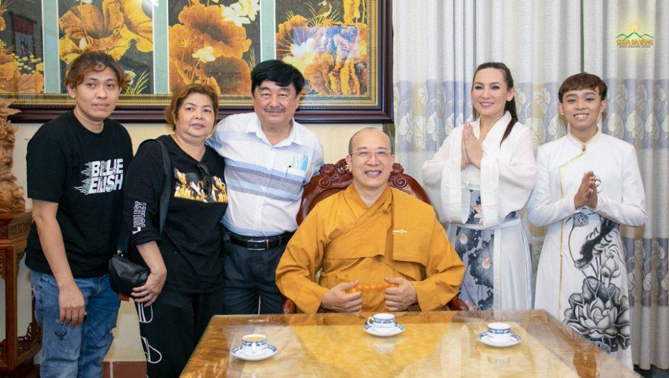 Ca sĩ Phi Nhung lần đầu tiên chia sẻ về chùa Ba Vàng