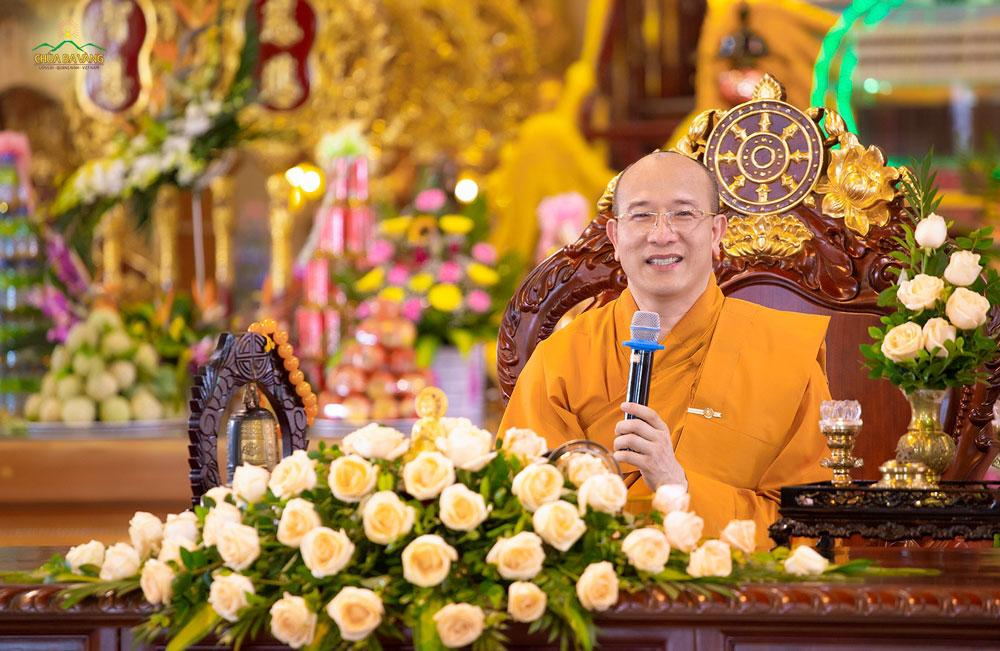 Sư Phụ Thích Trúc Thái Minh ban bố những dòng Pháp nhũ trong buổi lễ Vu Lan báo hiếu