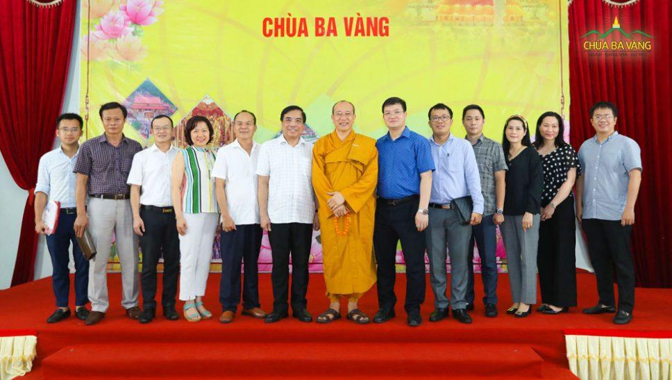 Doanh nhân ngoại thương tìm về với Phật Pháp
