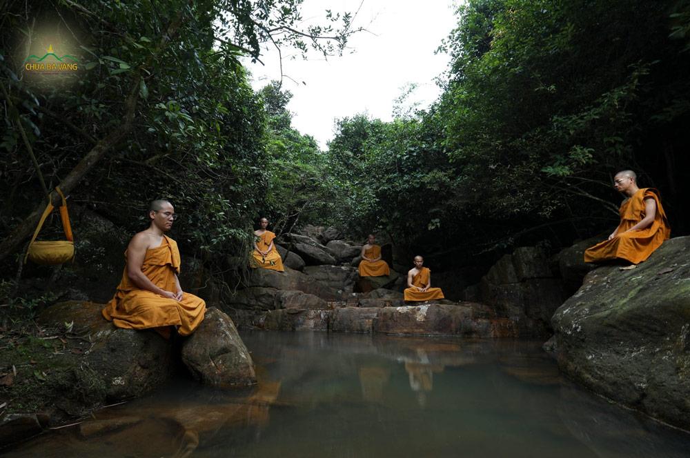 Thiền định của đạo Phật là một phương pháp giúp phá trừ ngã chấp và vượt qua sự sợ hãi (ảnh minh họa)