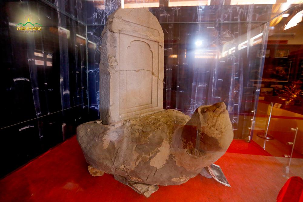 Bia đá khắc tên của Ngài Tổ Sư Ma Ha Sa Môn Tuệ Bích Phổ Giác