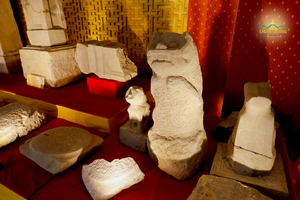 Một số cổ vật được tìm thấy và hiện đang được lưu giữ tại bảo tàng chùa Ba Vàng