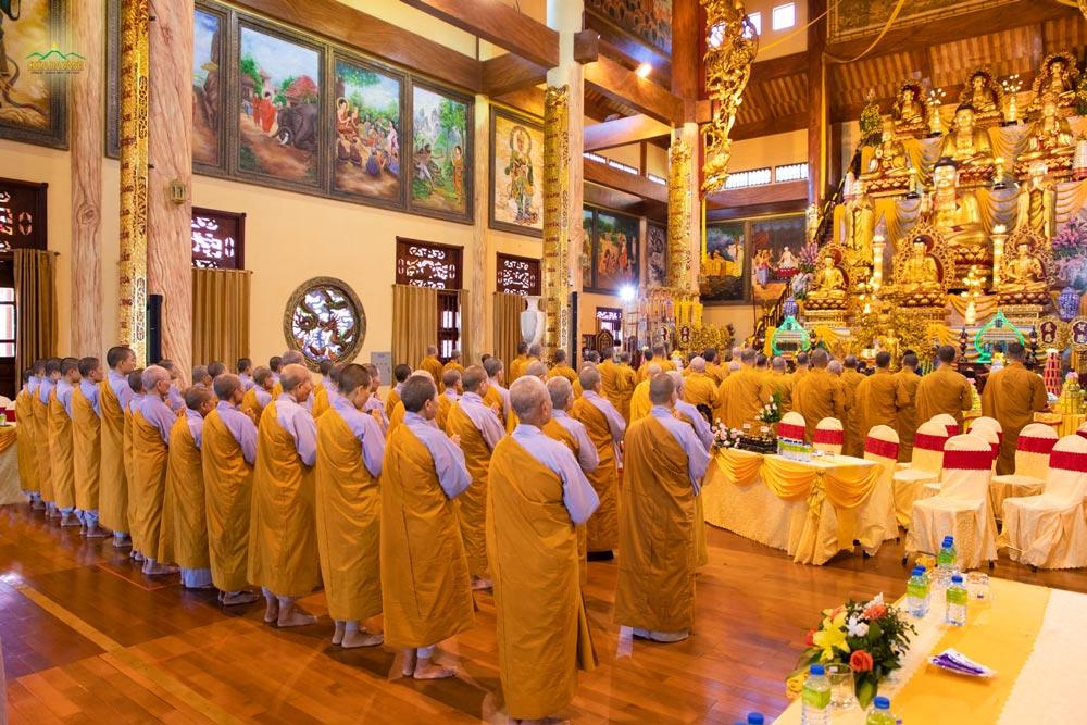 Chư Tăng Ni chùa Ba Vàng thành kính tri ân Tam Bảo và thiền Sư Trúc Lâm Ma Ha Sa Môn Tuệ Bích Phổ Giác