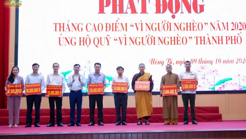 """Chùa Ba Vàng tham gia ủng hộ Tháng cao điểm """"Vì người nghèo"""""""