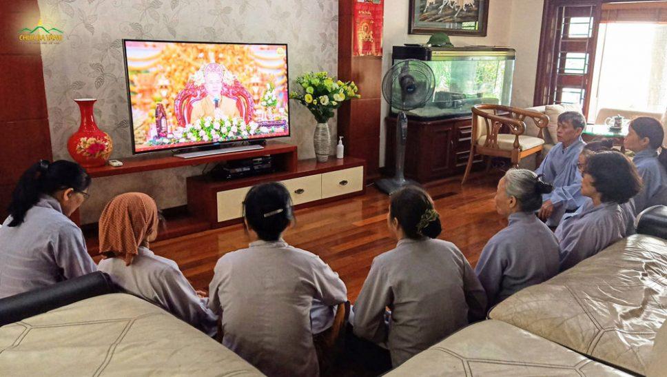 Phật tử tinh tấn tu tập - thiết thực báo đền ân Sư Tổ