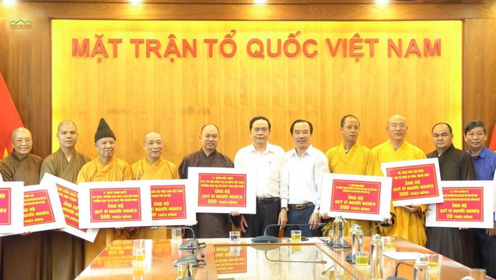 Lan tỏa những giá trị đạo đức tốt đẹp của Phật giáo đến cộng đồng - chùa Ba Vàng ủng hộ quỹ vì người nghèo và ủng hộ miền Trung 300 triệu đồng