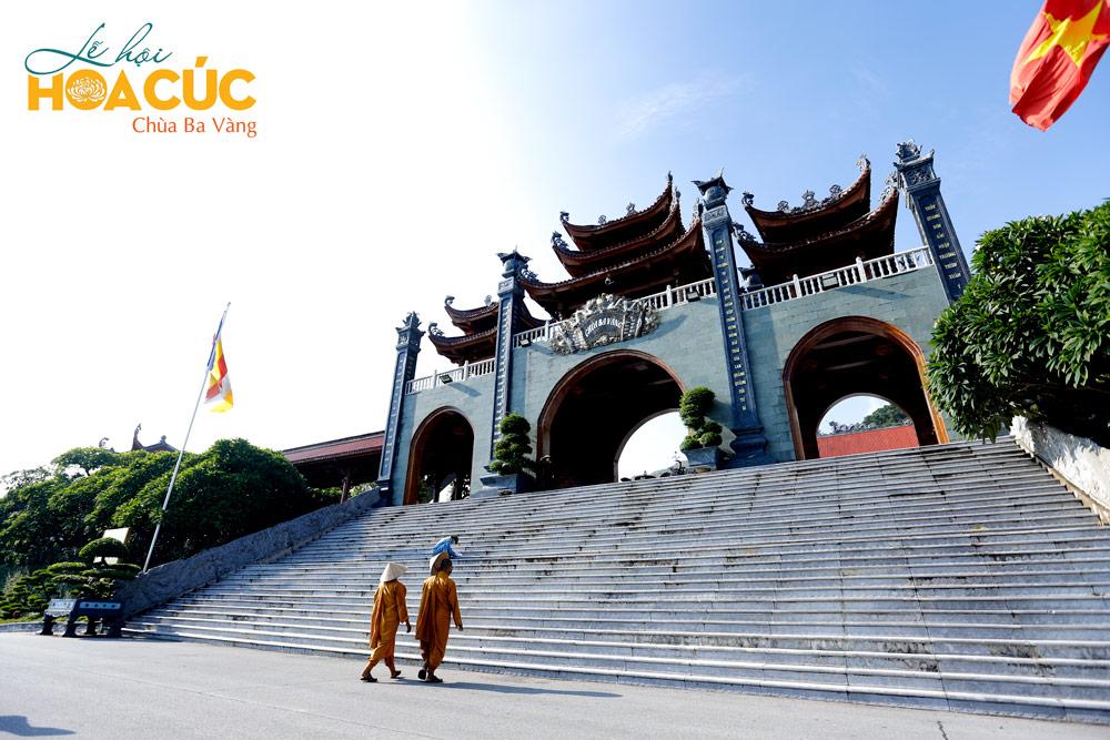 Chư Tăng chùa Ba Vàng khảo sát khu vực Cổng Tam Quan Nội cho Lễ hội Hoa Cúc 2020