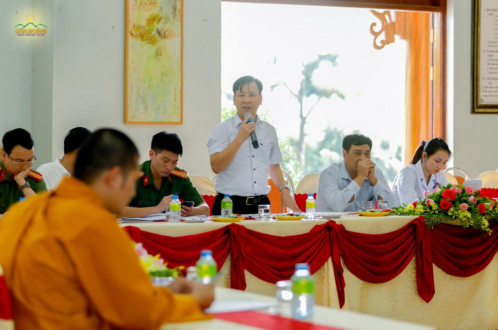 Ông Nguyễn Nhật Thủy - Phó Chủ tịch UBND phường Quang Trung phát biểu tại buổi họp