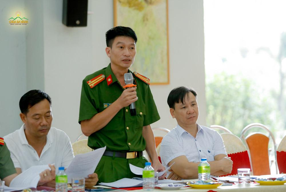 Trung tá Bùi Huy Lực - Đại diện Công an phường Quang Trung phát biểu tại buổi họp