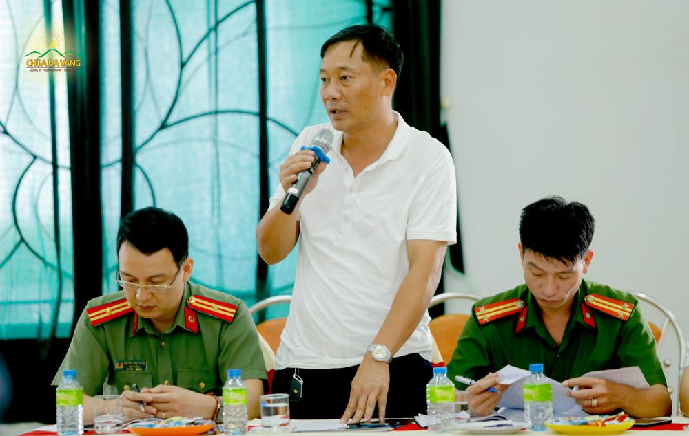 Đại diện Trung tâm Truyền thông và Văn hóa thành phố Uông Bí phát biểu tại buổi họp