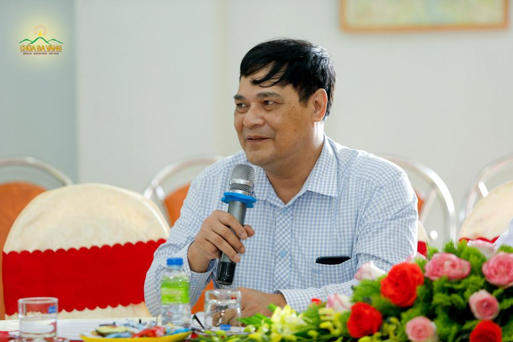 Đại diện Trung tâm Y tế thành phố Uông Bí phát biểu tại buổi họp