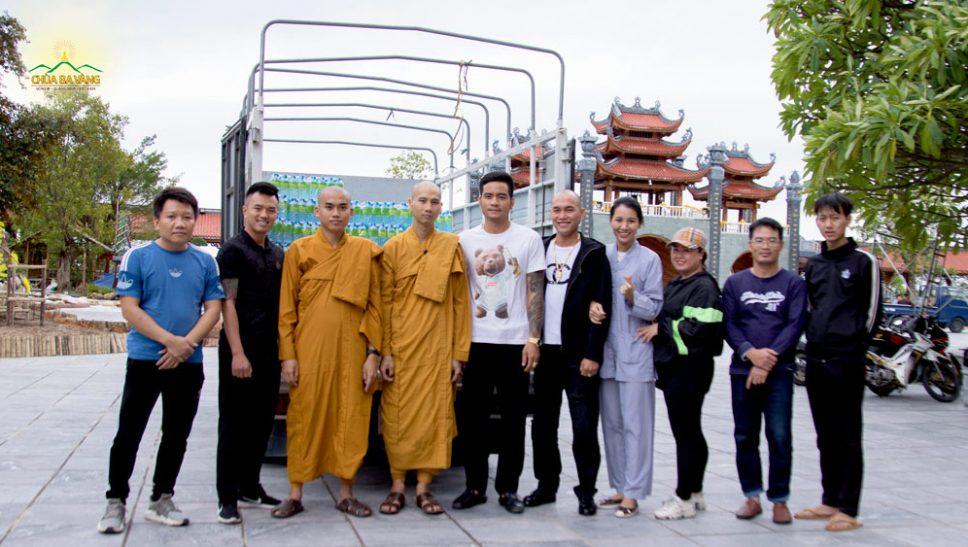 Chùa Ba Vàng chung tay cùng nhân dân, Phật tử Thành phố Uông Bí hỗ trợ đồng bào miền Trung