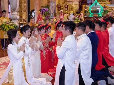 10 đôi tân lang, tân nương hạnh phúc trong Lễ hằng thuận tại chùa Ba Vàng