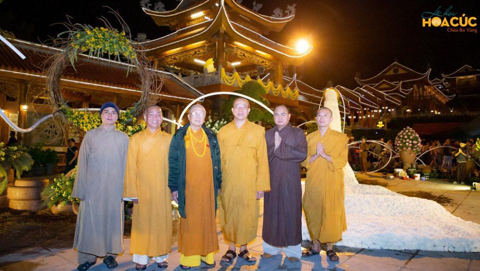 Hòa Thượng Thích Tánh Nhiếp, Sư Phụ cùng chư Tôn đức Tăng chùa Đại Giác tham quan các khu tiểu cảnh của Lễ hội Hoa Cúc