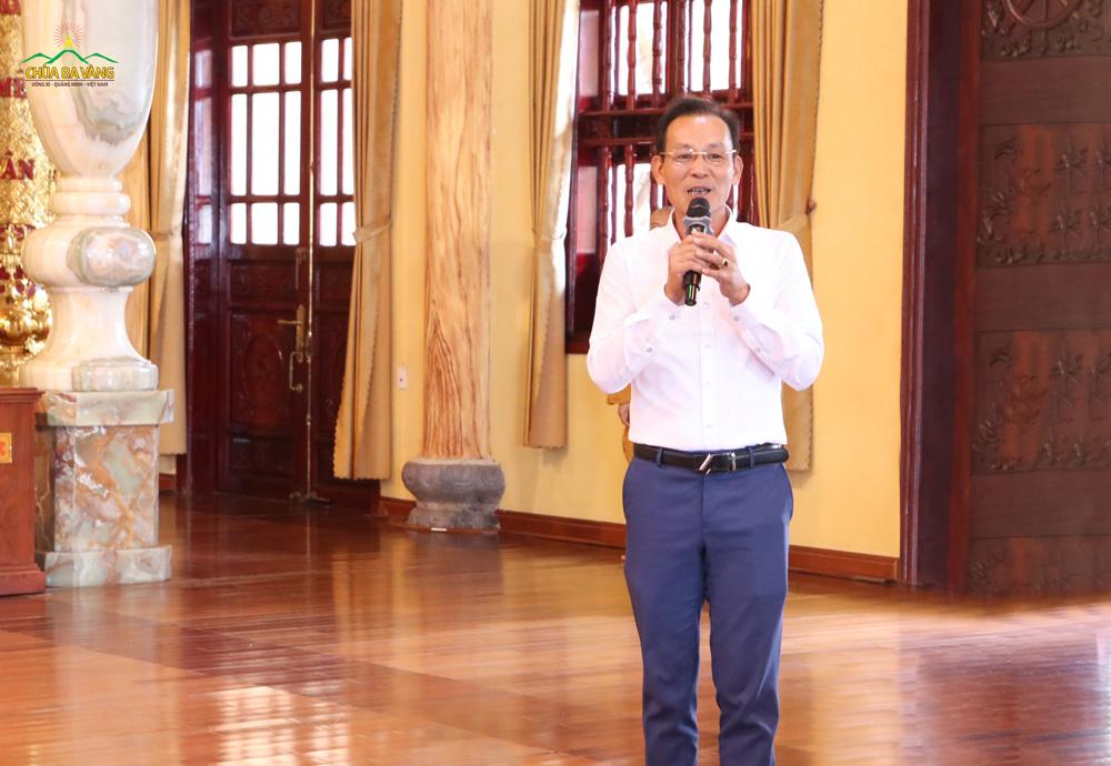 Ông Nguyễn Mạnh Thắng - Phó hiệu trưởng Trường THPT Đông Triều gửi lời cảm ơn sâu sắc đến Sư Phụ và chư Tăng chùa Ba Vàng