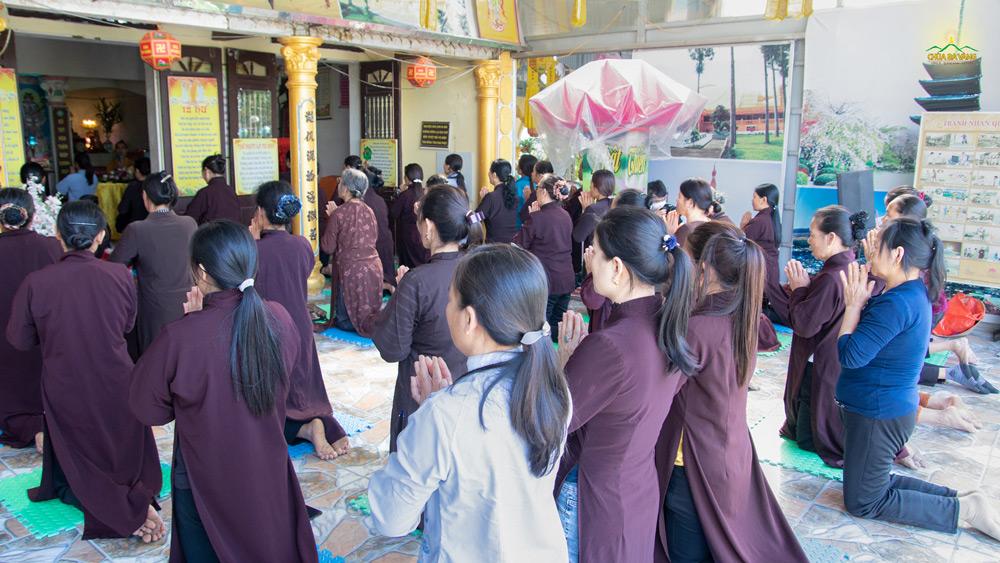 Nhân dân và Phật tử chùa Mỹ Lương dâng lời tri ân và đồng tâm phát nguyện tinh tấn tu học.