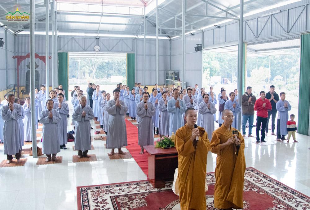 Đại diện chư Tăng chùa Ba Vàng đã quang lâm chùa Đế Thích (Nghệ An) để truyền trao Bát quan trai giới.