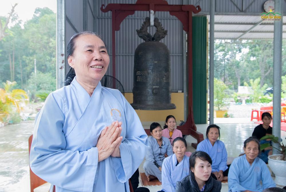 Niềm hoan hỉ của các quý Phật tử khi được đón nhận lời chỉ dạy từ chư Tăng.